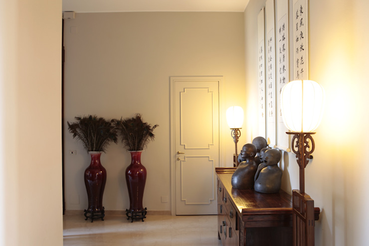 INGRESSO Studio Architettura Macchi Ingresso, Corridoio & Scale in stile asiatico