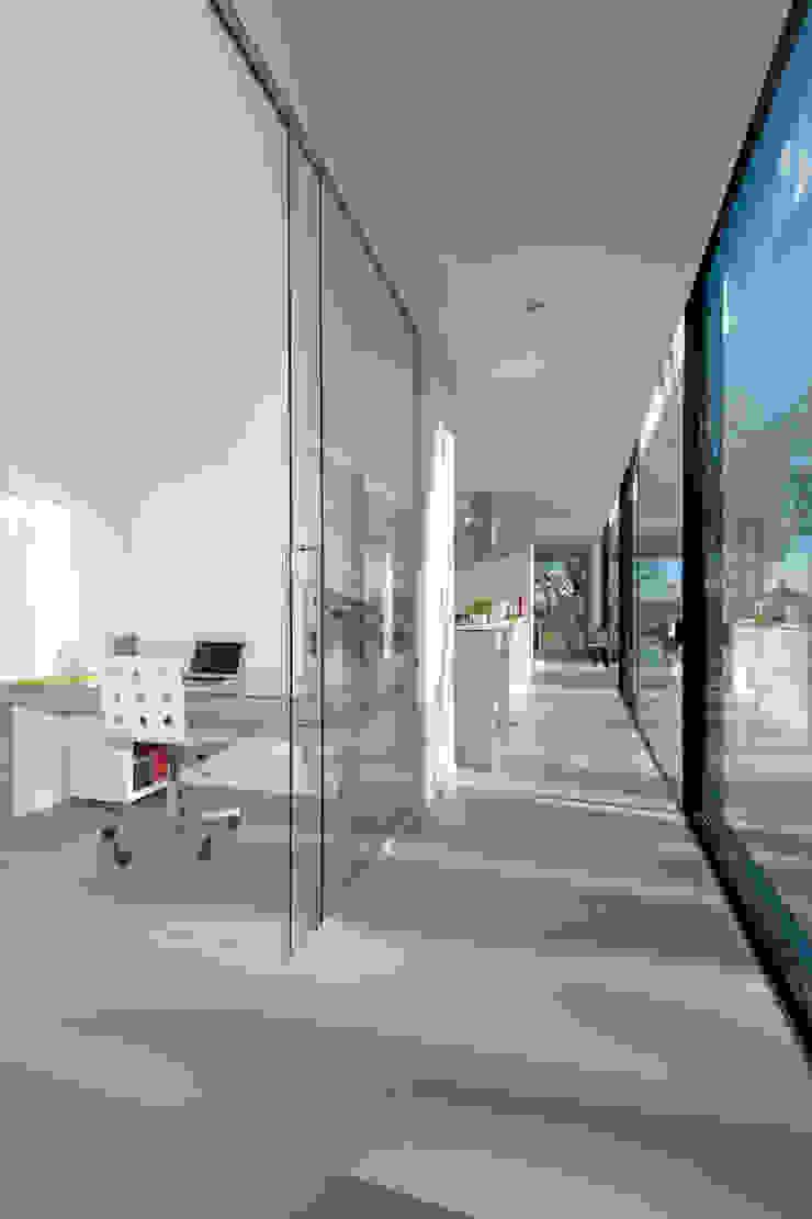 Moderne kubistische woning Twello Moderne gangen, hallen & trappenhuizen van Architectuur Studio Wezenberg BV Modern