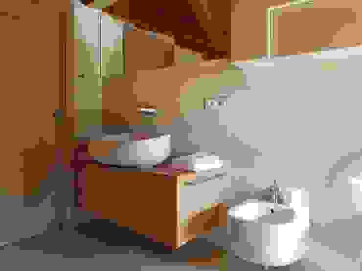 MOBILE BAGNO IN ROVERE di ARREDAMENTI PIVA Classico Legno Effetto legno