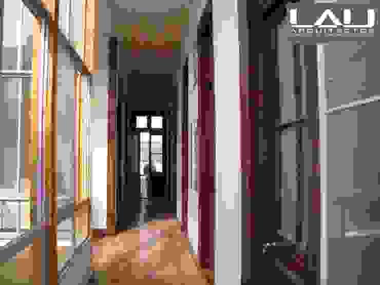 Loft Playa Ancha Pasillos, vestíbulos y escaleras modernos de Lau Arquitectos Moderno