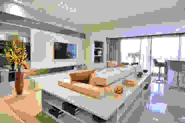 Modern Living Room by Motta Viegas arquitetura + design Modern MDF