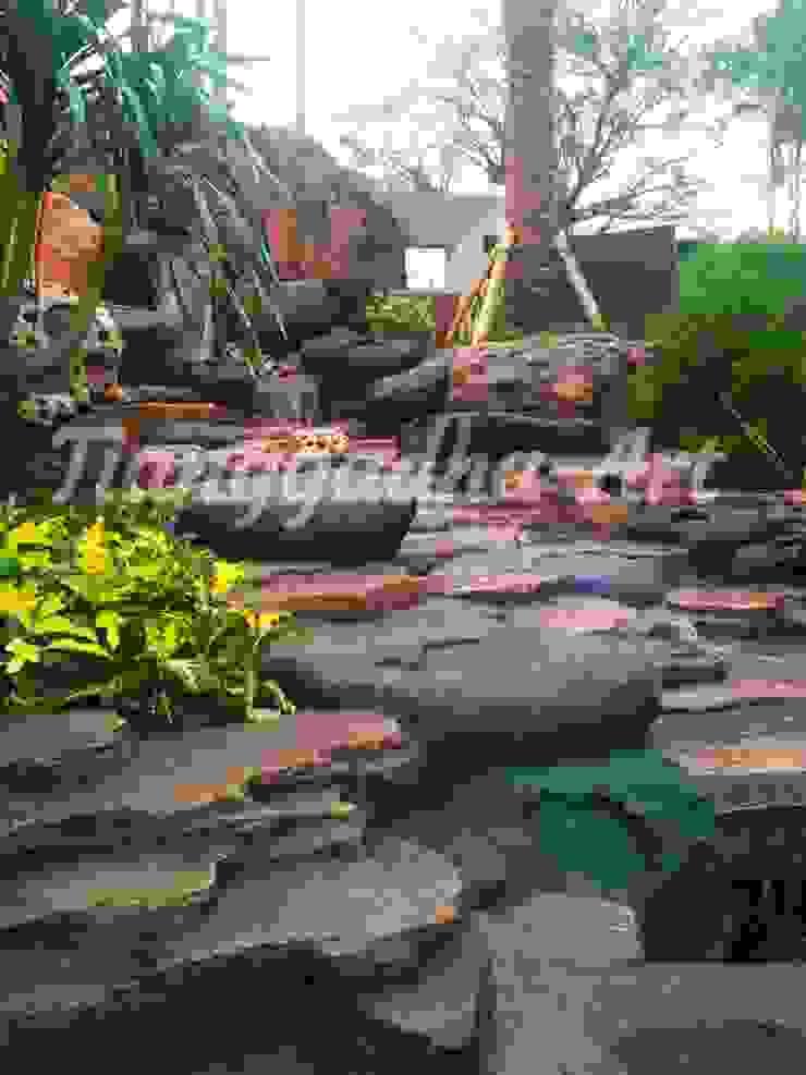 Tebing dekorasi sebagai sirkulasi air Oleh Tukang Taman Surabaya - Tianggadha-art Tropis Batu