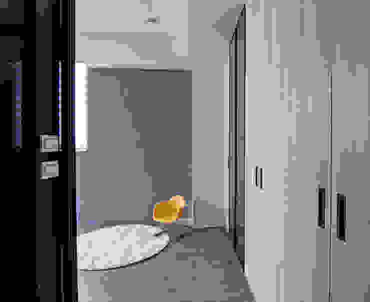 簡潔清雅 現代風玄關、走廊與階梯 根據 拓雅室內裝修有限公司 現代風