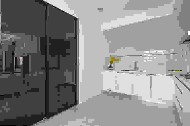 簡潔清雅 現代廚房設計點子、靈感&圖片 根據 拓雅室內裝修有限公司 現代風