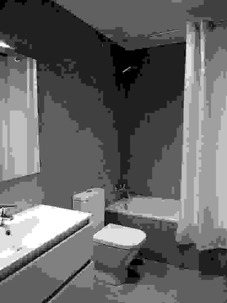 Modern style bathrooms by Reformmia Modern