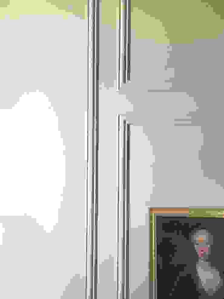 Chiado Apartment - Funcionalidade e Elegância Quartos clássicos por IN PACTO Clássico