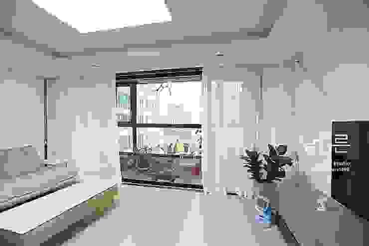 现代客厅設計點子、靈感 & 圖片 根據 남다른디자인 現代風