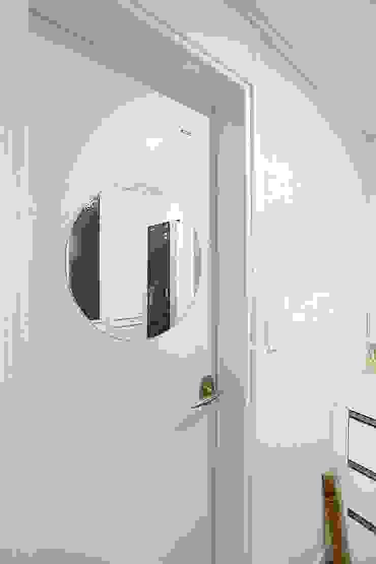 남다른디자인 Modern style doors