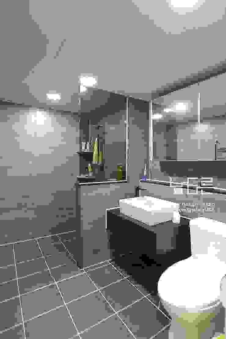 現代浴室設計點子、靈感&圖片 根據 남다른디자인 現代風