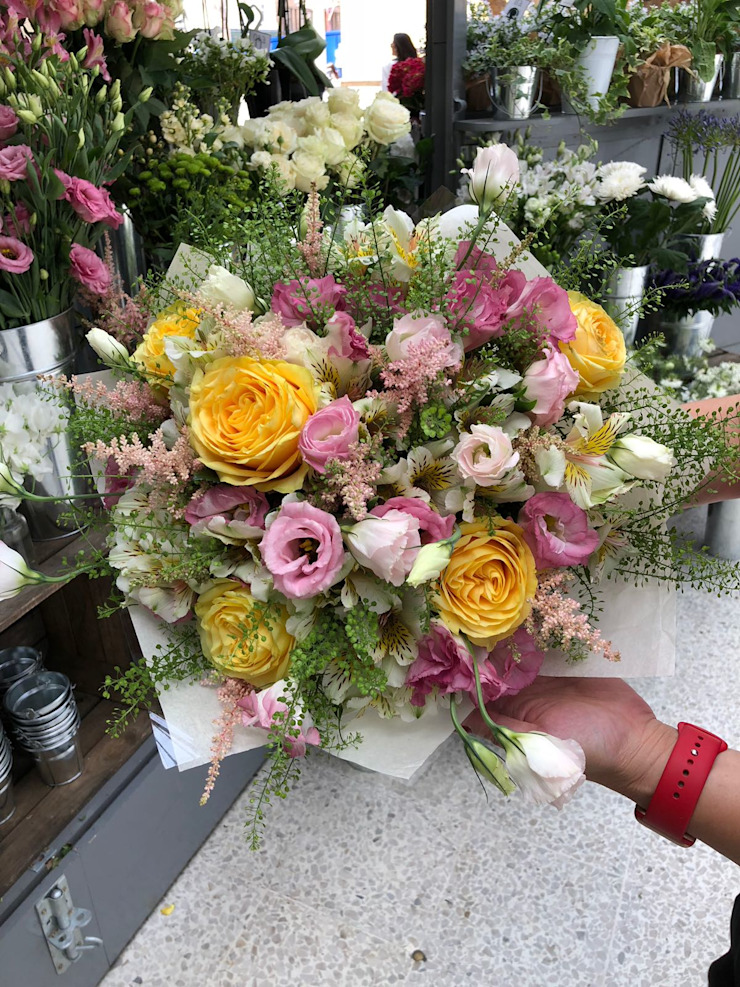 Summer Bouquet : classic  by Flower Station, Classic