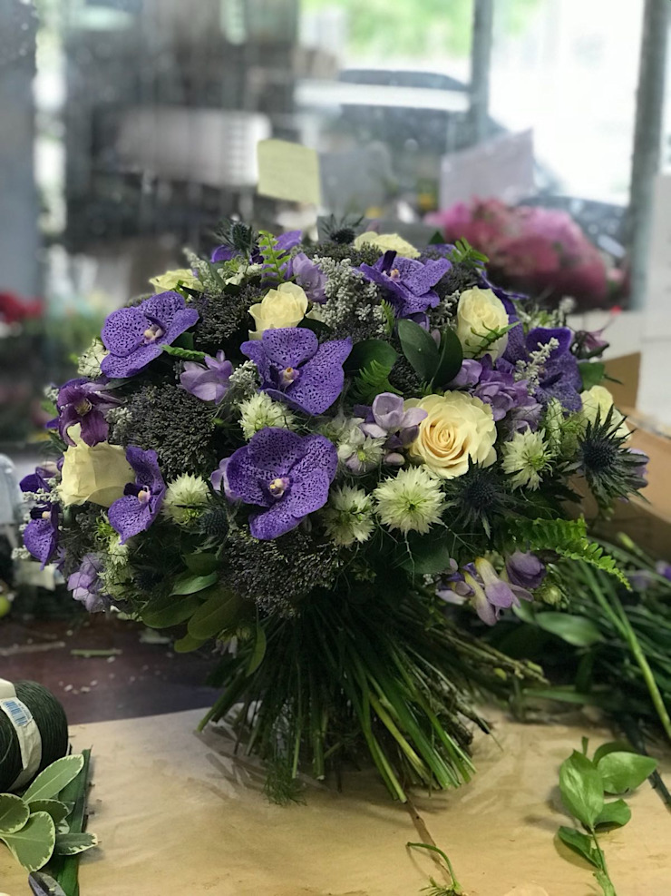 Luxury bouquet : classic  by Flower Station, Classic