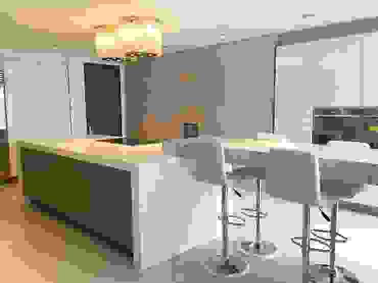 Apto Santa Bárbara Alta Cocinas modernas de Spatia Construcción Moderno