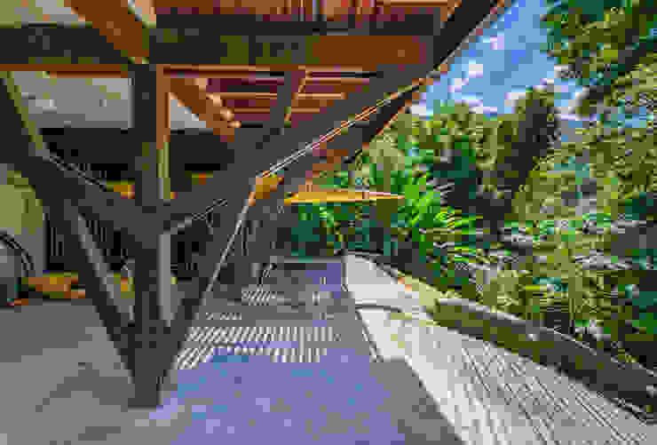 NOMA ESTUDIO Modern garage/shed