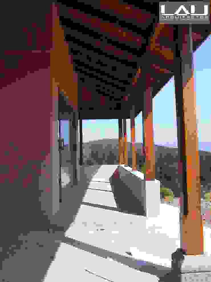 Lau Arquitectos Colonial style corridor, hallway& stairs