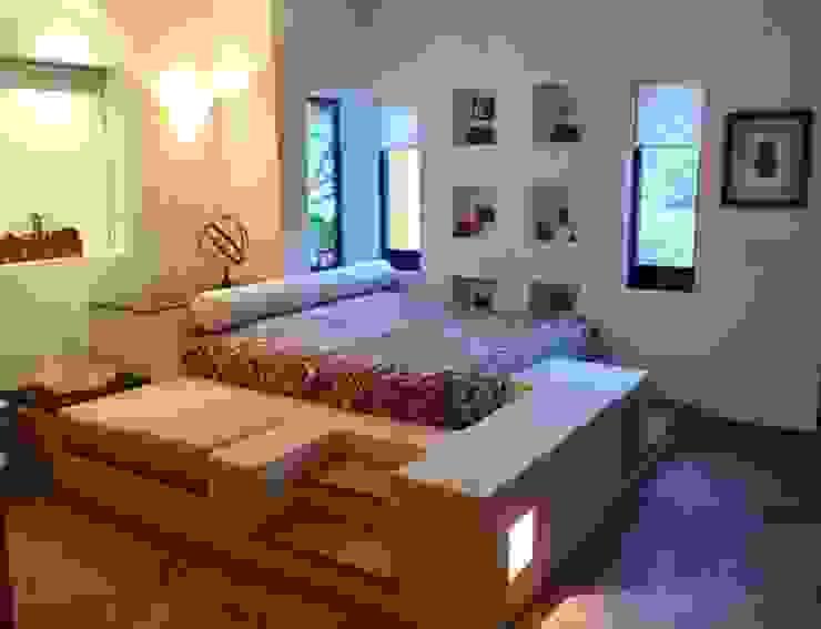 RECAMARA PRINCIPAL CASA DE CAMPO ECLIPSE ARQUITECTOS SA de cv Dormitorios mediterráneos Arenisca Blanco