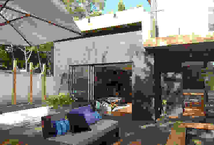 Terraza de Estudio Mínimo Arquitectura y Construcción Ltda.
