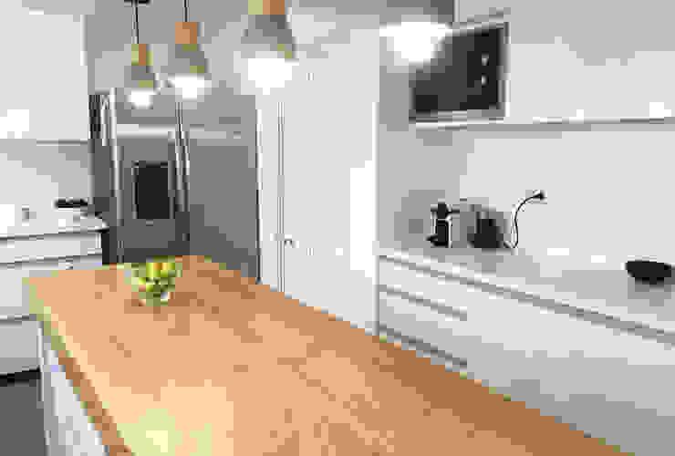 Diseño y Fabricación Mobiliario Cocina Cocinas de estilo moderno de Estudio Mínimo Arquitectura y Construcción Ltda. Moderno