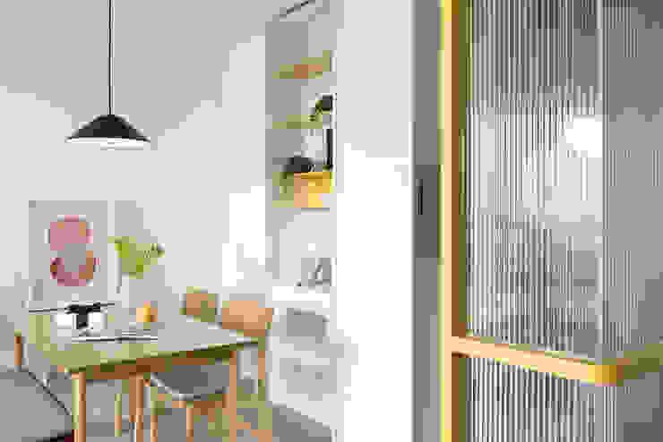 A.K.I.House 斯堪的納維亞風格的走廊,走廊和樓梯 根據 寓子設計 北歐風
