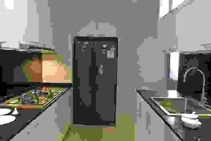Modern Kitchen Modern kitchen by FINE ART LIVING PTE LTD Modern Wood-Plastic Composite