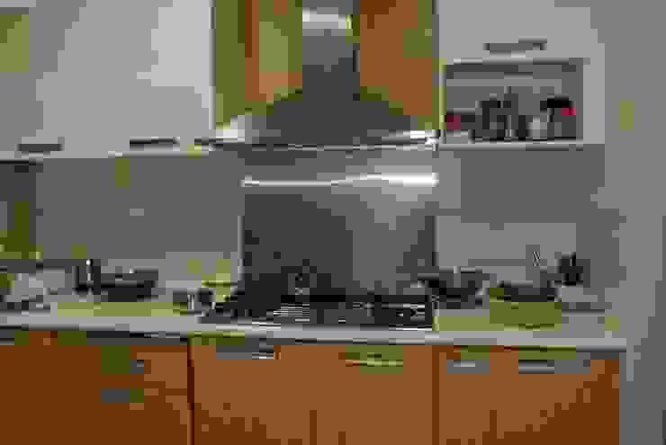Before renovation of Kitchen Modern kitchen by FINE ART LIVING PTE LTD Modern