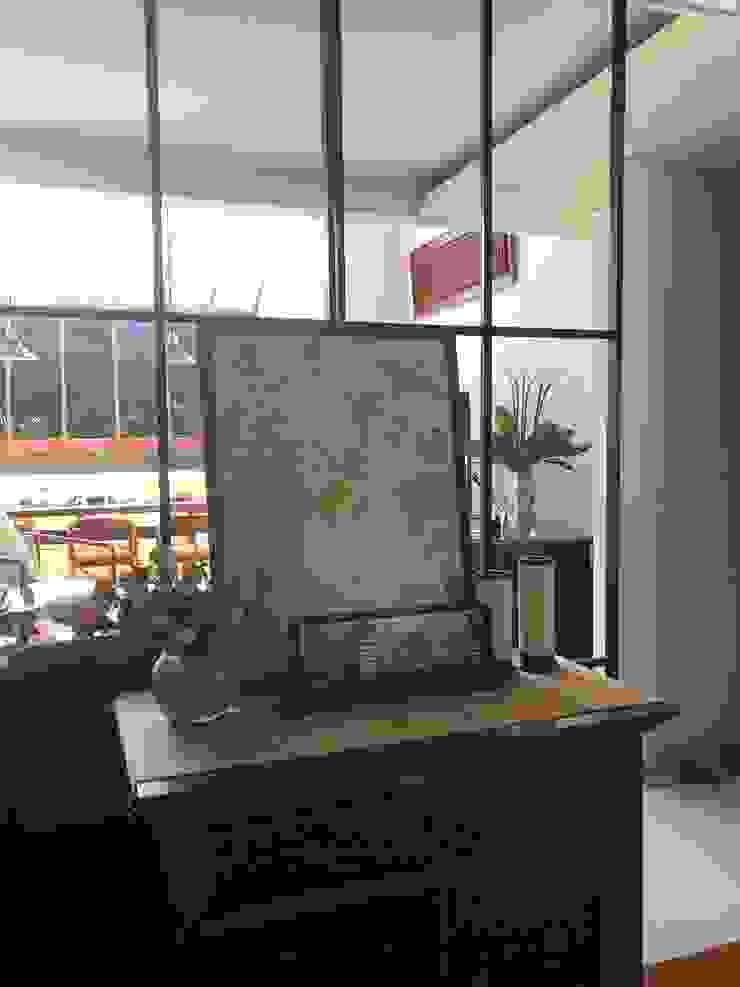 Yasmin House Renovation Ruang Keluarga Modern Oleh SAE Studio (PT. Shiva Ardhyanesha Estetika) Modern