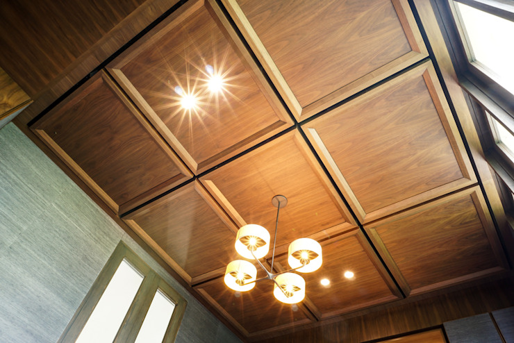 Plafon Kayu Ruang Keluarga Modern Oleh ARF interior Modern