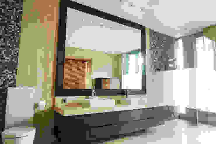 JC House Kamar Mandi Modern Oleh ARF interior Modern