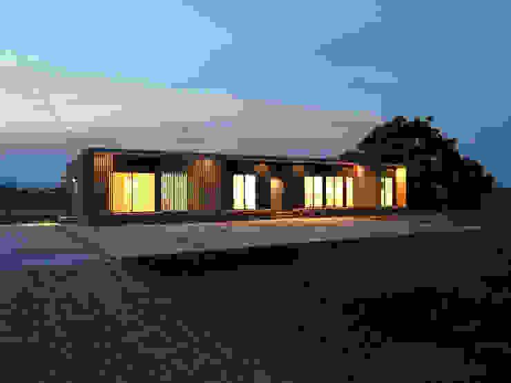 箱型の格子ファサード 平屋夜景 KAWAZOE-ARCHITECTS モダンな 家 鉄/鋼 黒色