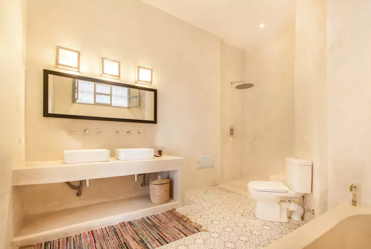 Riad Paris & Fahd em Marraquexe Casas de banho mediterrânicas por Protega Mediterrânico