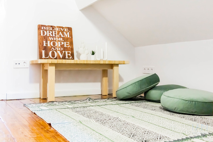 Espaço Lounge | Suite B Quartos escandinavos por IAM Interiores Escandinavo