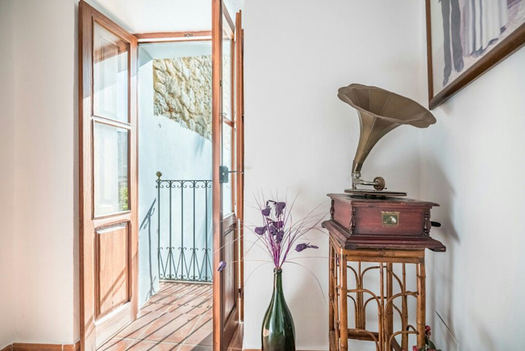 House completely restored in Dalt Vila Classic style corridor, hallway and stairs by ibizatophouse Classic