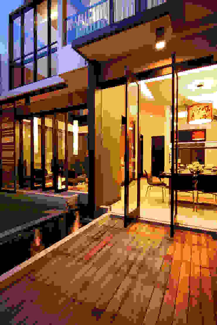 Preferences House Oleh AIGI Architect + Associates Tropis Kayu Wood effect
