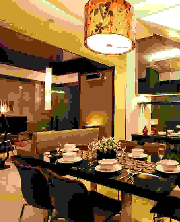 Preferences House Ruang Makan Tropis Oleh AIGI Architect + Associates Tropis Kayu Wood effect