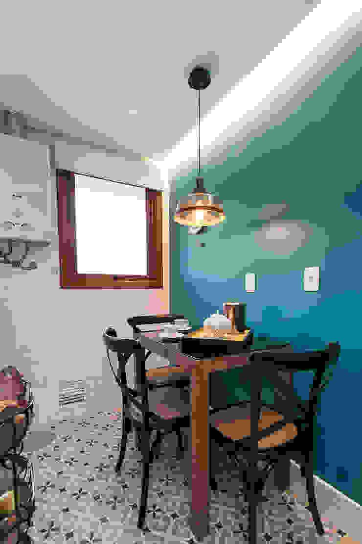 Espaço do Café e Lanches Rápidos Rabisco Arquitetura Cozinhas pequenas Turquesa