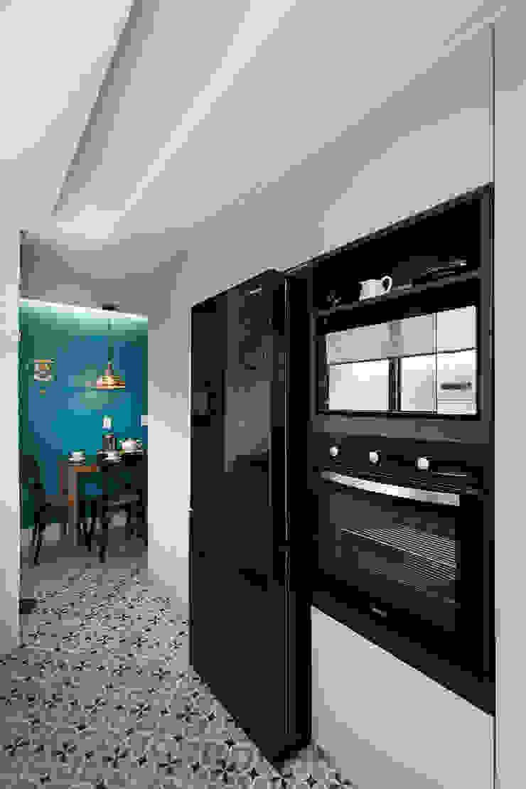 Eletrodomésticos Pretos Rabisco Arquitetura Armários e bancadas de cozinha Preto