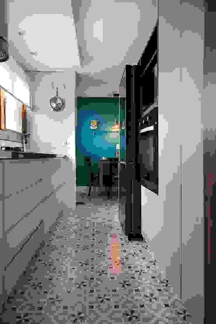 Piso Porcelanato que remete ao Ladrilho Hidráulico Rabisco Arquitetura Cozinhas modernas Cerâmica Multi colorido