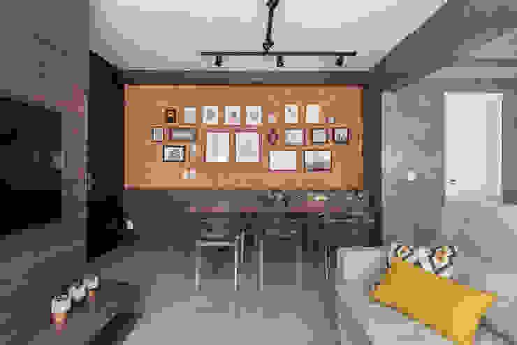 Textura e Contraste Salas de jantar rústicas por Rabisco Arquitetura Rústico Tijolo