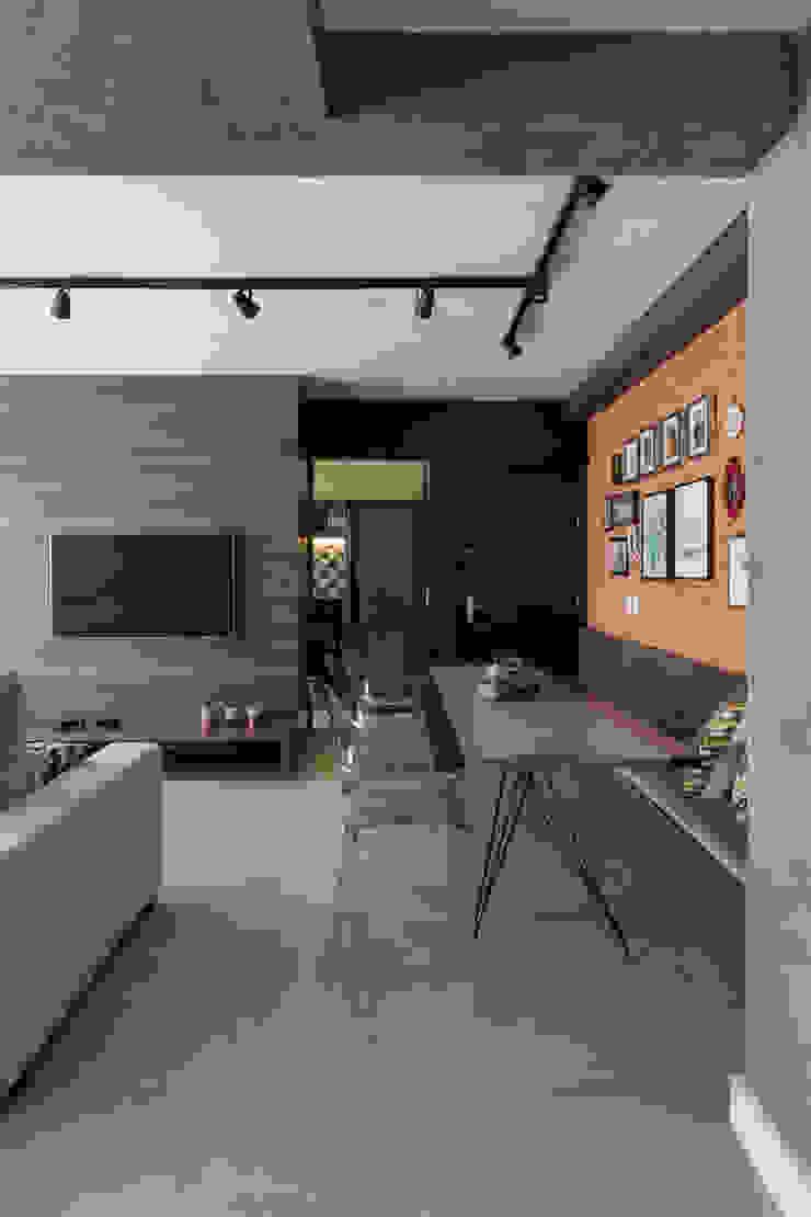Contrastes Salas de estar rústicas por Rabisco Arquitetura Rústico MDF
