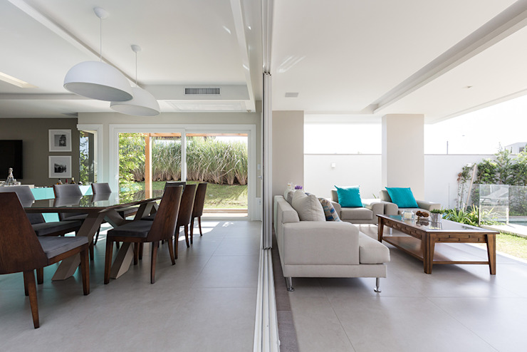 Rabisco Arquitetura Modern dining room Wood Wood effect
