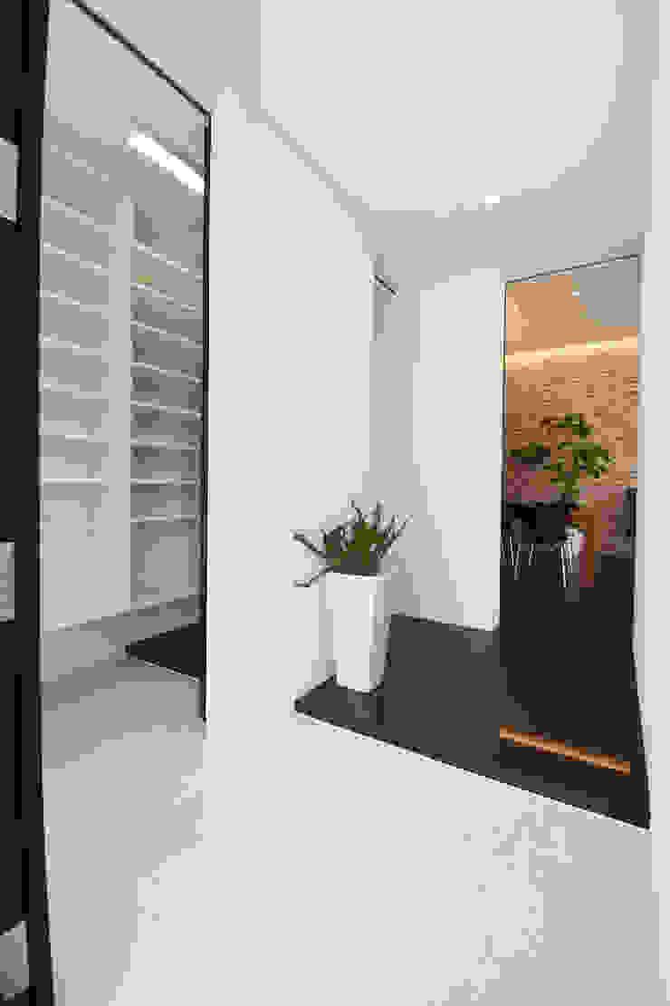 玄関 モダンスタイルの 玄関&廊下&階段 の Style Create モダン タイル