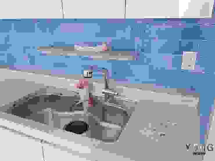 YONG DESIGN Вбудовані кухні Плитки Синій