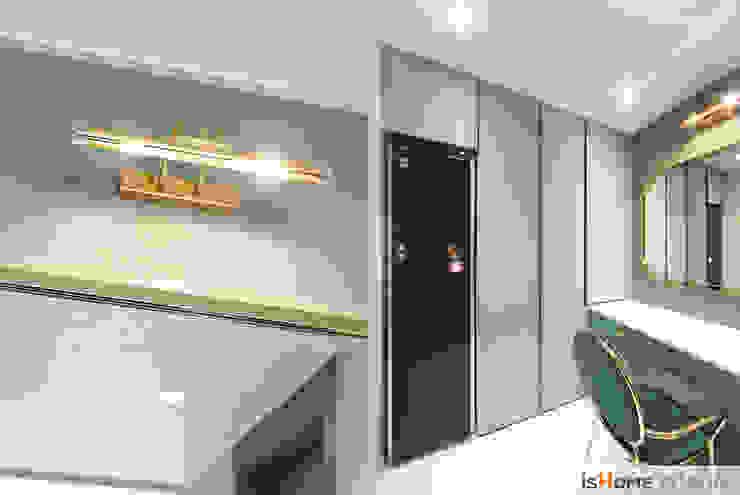 시선을 사로잡는 38평 청라아파트의 품격 클래식스타일 드레싱 룸 by 이즈홈 클래식 실버 / 골드