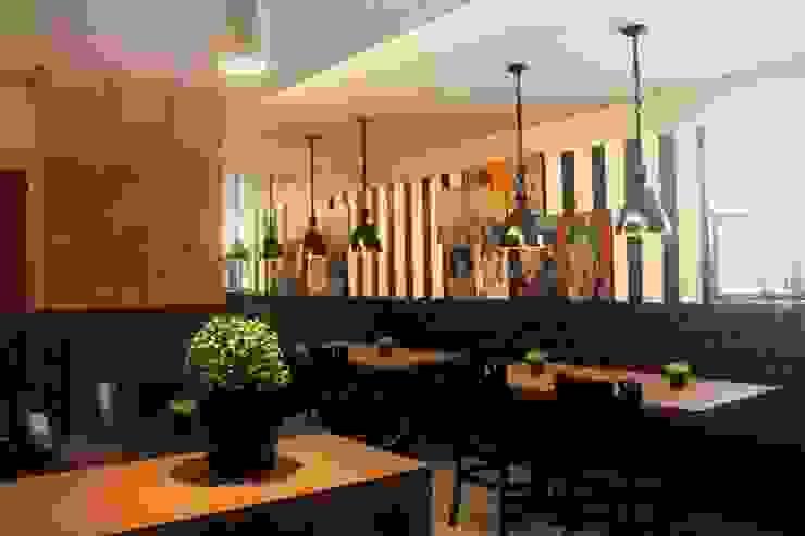 Modern Dining Room by Form Arquitetura e Design Modern Bricks