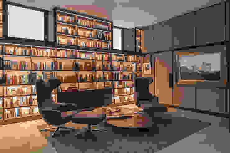 St John's Wood Family Home, Library Nowoczesny pokój multimedialny od Roselind Wilson Design Nowoczesny