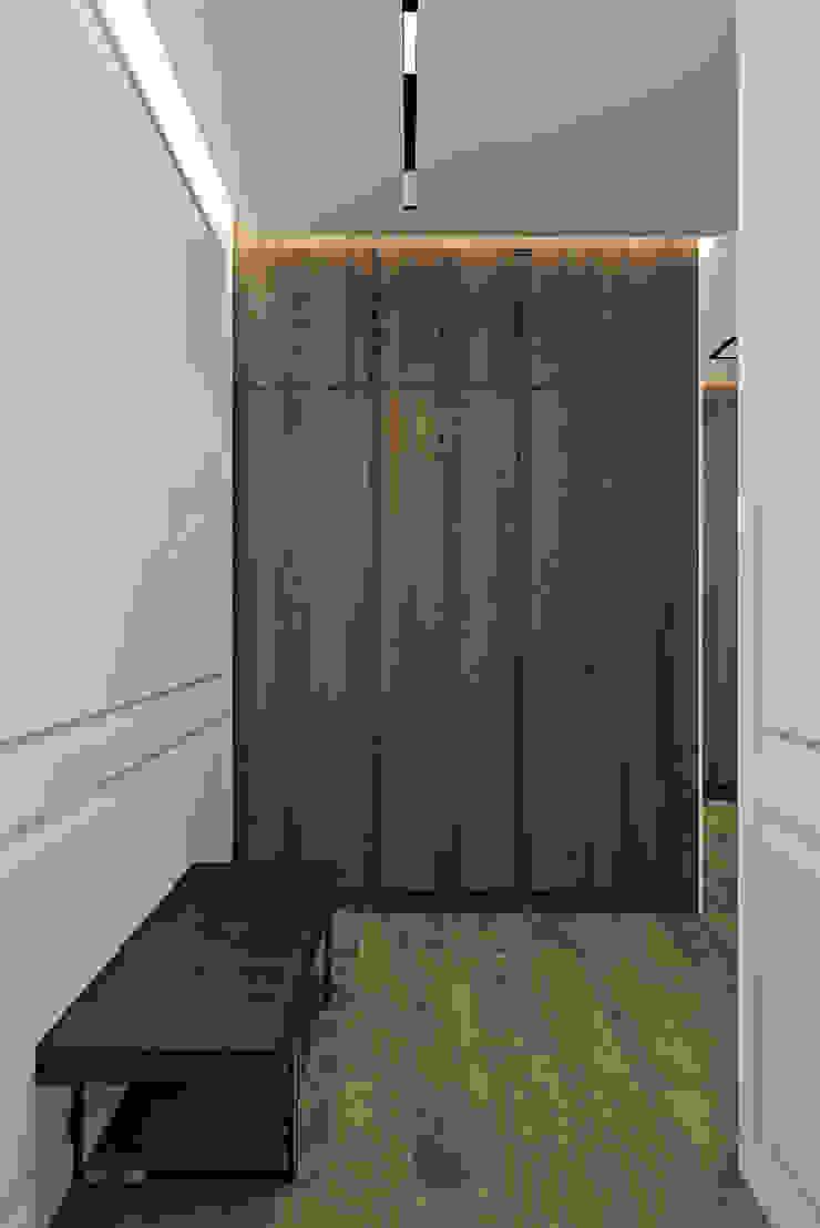 Pasillos, vestíbulos y escaleras de estilo moderno de U-Style design studio Moderno