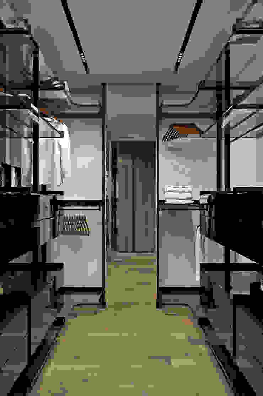 Closets de estilo moderno de U-Style design studio Moderno
