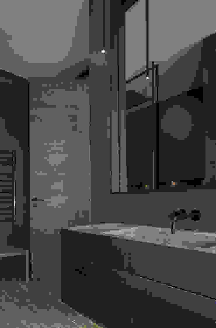 St John's Wood Family Home, Guest Bathroom Nowoczesna łazienka od Roselind Wilson Design Nowoczesny
