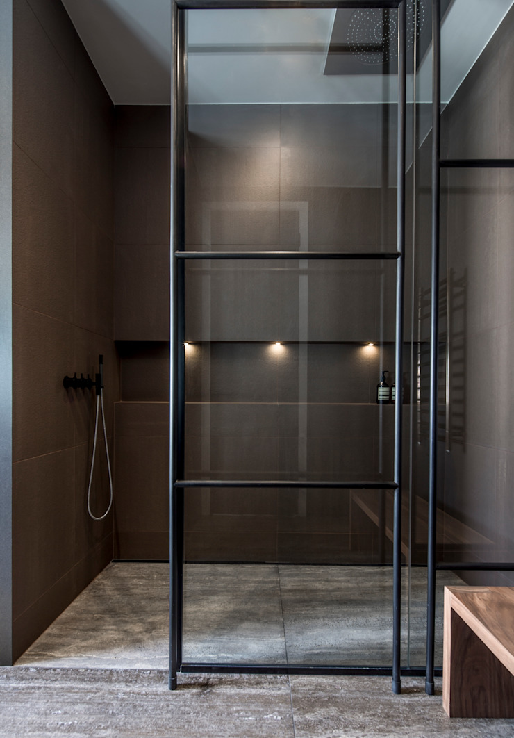 St John's Wood Family Home, Guest Bathroom Shower Roselind Wilson Design Baños de estilo moderno