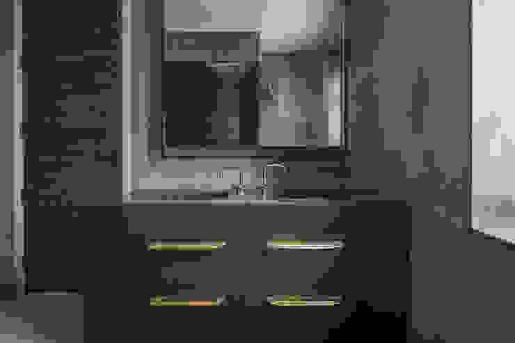 St John's Wood Family Home, Master Bathroom Nowoczesna łazienka od Roselind Wilson Design Nowoczesny