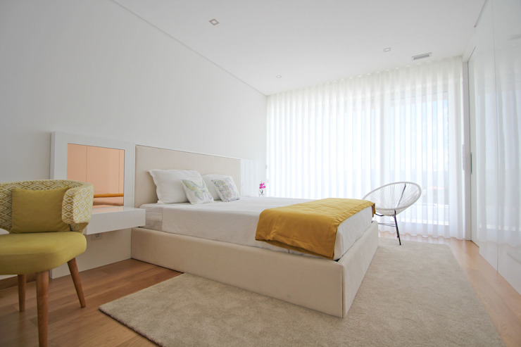 SOUSA LOPES, arquitectos Modern style bedroom